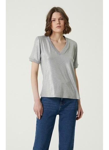NetWork 1079960 Kadın Basic Fit Parlak Dokulu T-shirt Gri